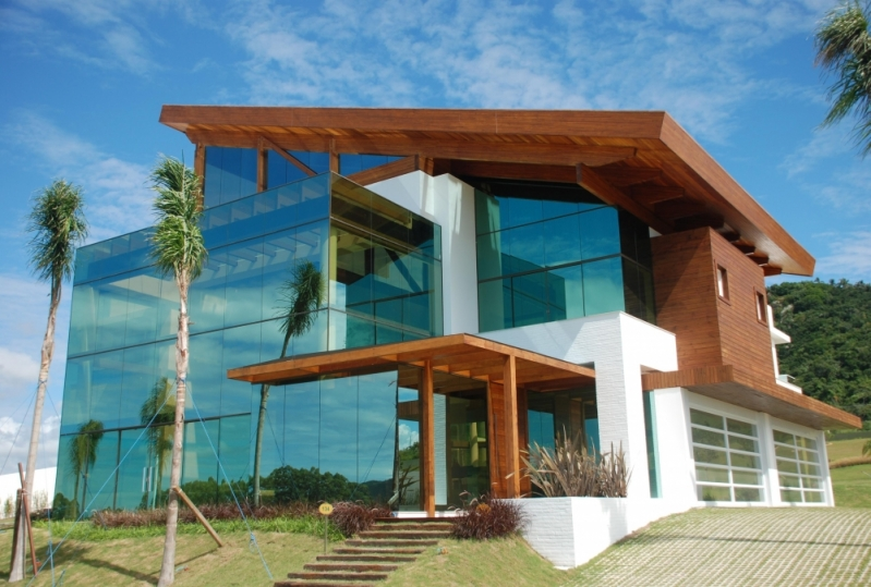 Instalação de Fachada de Vidro com Madeira Ibitiruna - Fachada de Vidro Comercial