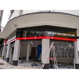 fachada de loja moderna Riviera de São Lourenço