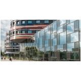 fachada de vidro ventilada