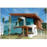 instalação de fachada de vidro com madeira Marília